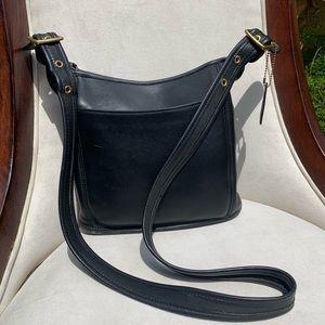 ✨ True Vintage Blk Leather Coach Crossbody✨🖤